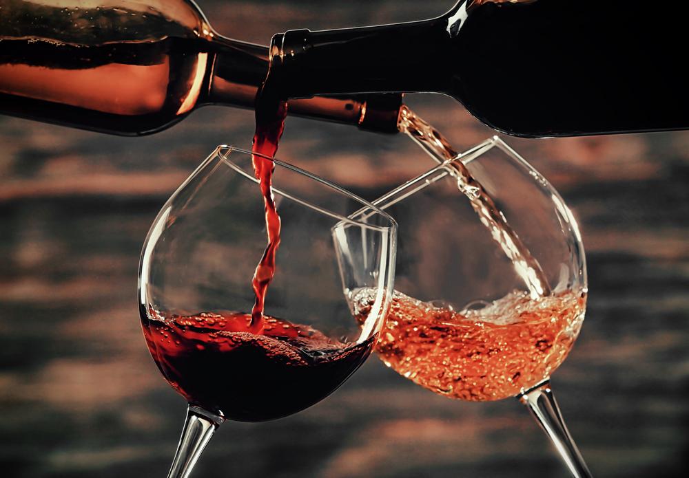 Диетологи назвали бокал вина «полезной привычкой»