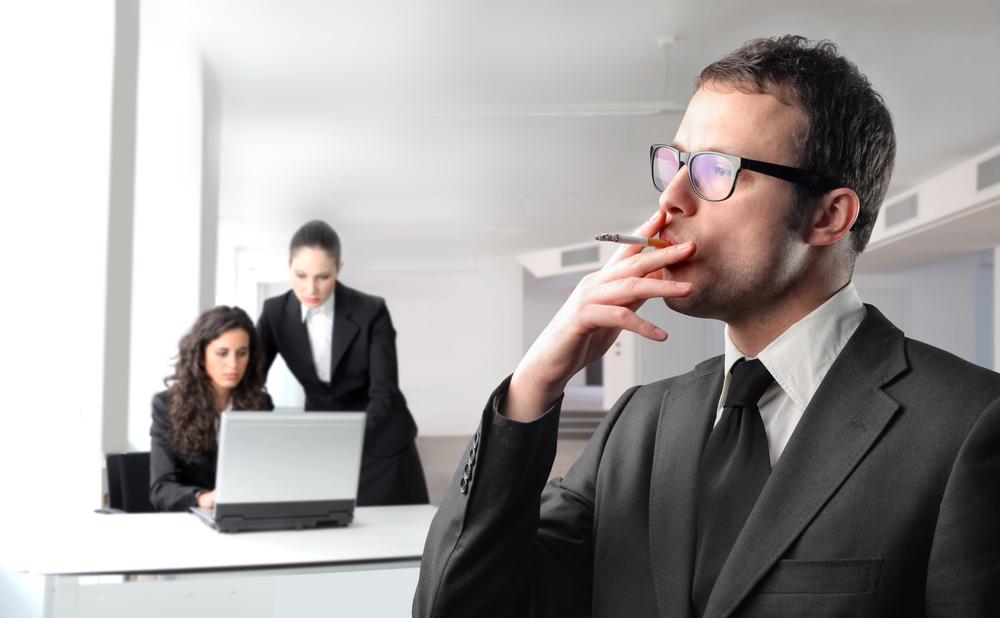 В Британской фирме некурящие имеют лишние выходные