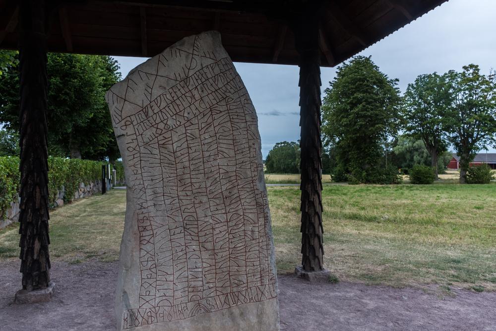 Ученые выяснили предназначение одного из известнейших рунических камней викингов