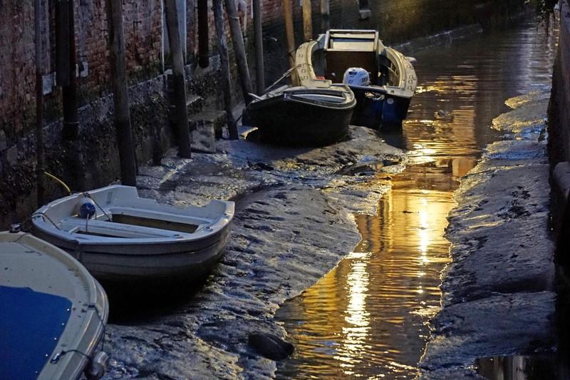 Каналы Венеции пересохли после рекордного наводнения