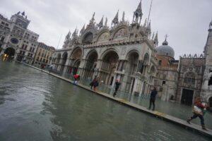 Собор Святого Марка в Венеции обнесут двухметровой стеной