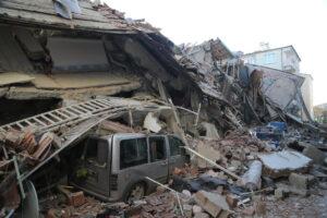 Землетрясение в Турции: число жертв растет