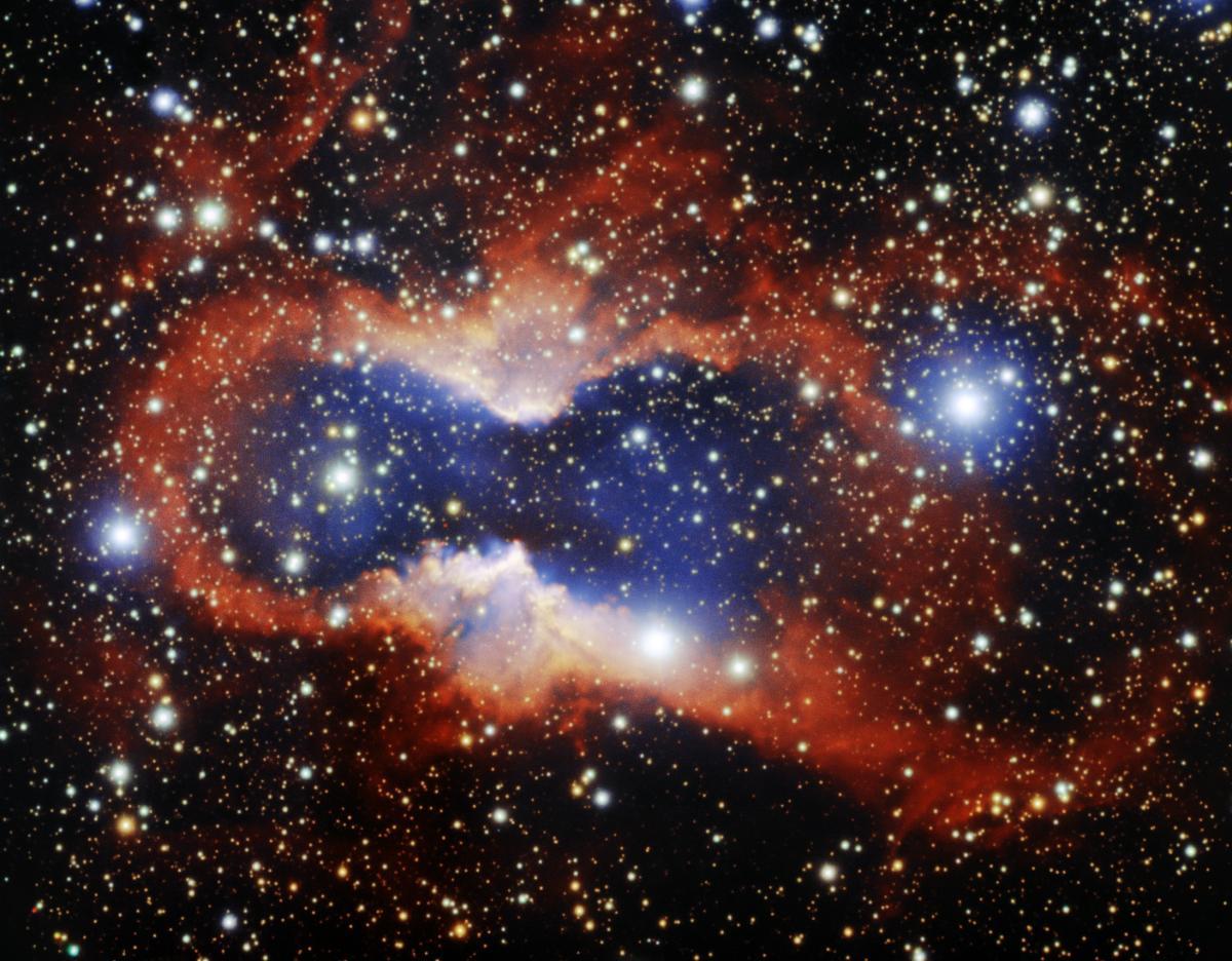 Астрономы запечатлели одну из крупнейших известных планетарных туманностей