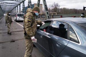 Въезжающим в Украину начали измерять температуру