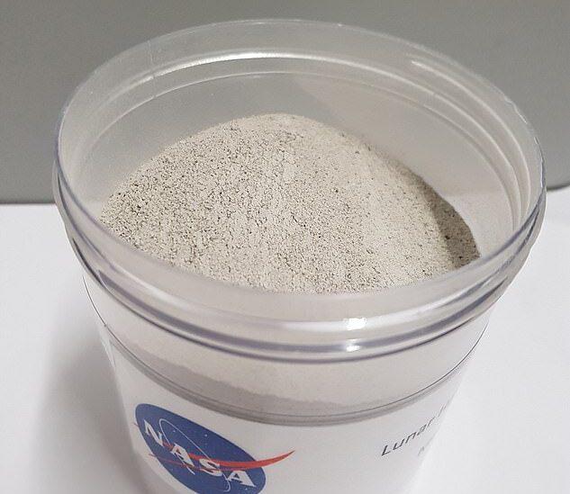 Планетологи экспериментируют с лунной пылью, добывая из нее воду.Вокруг Света. Украина