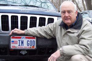 Американец отстоял в суде право на номерной знак «Я Бог»