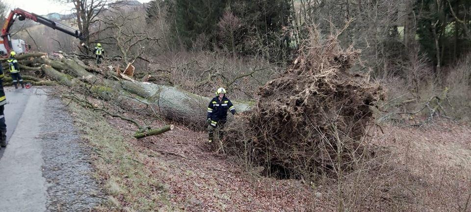 Ураган в Европе: погибли уже шесть человек