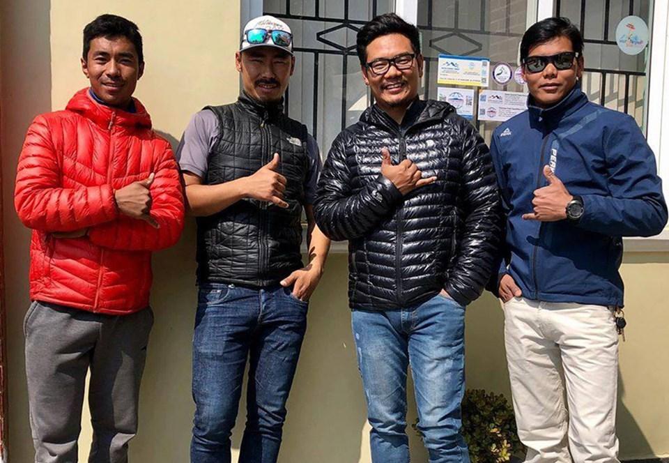 Шерпы-альпинисты совершат рекордное зимнее восхождение на Эверест