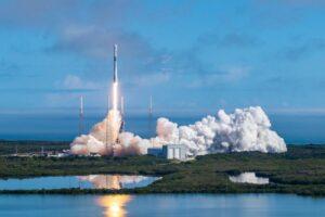 SpaceX потеряла ступень ракеты при отправке спутников