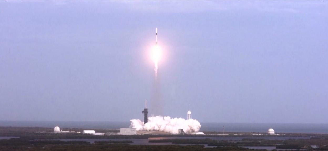 Рыбак поймал части корабля SpaceX.Вокруг Света. Украина