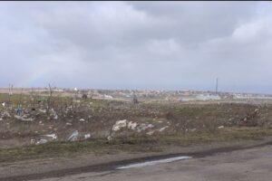В Николаеве ветер сдул мусор с городской свалки