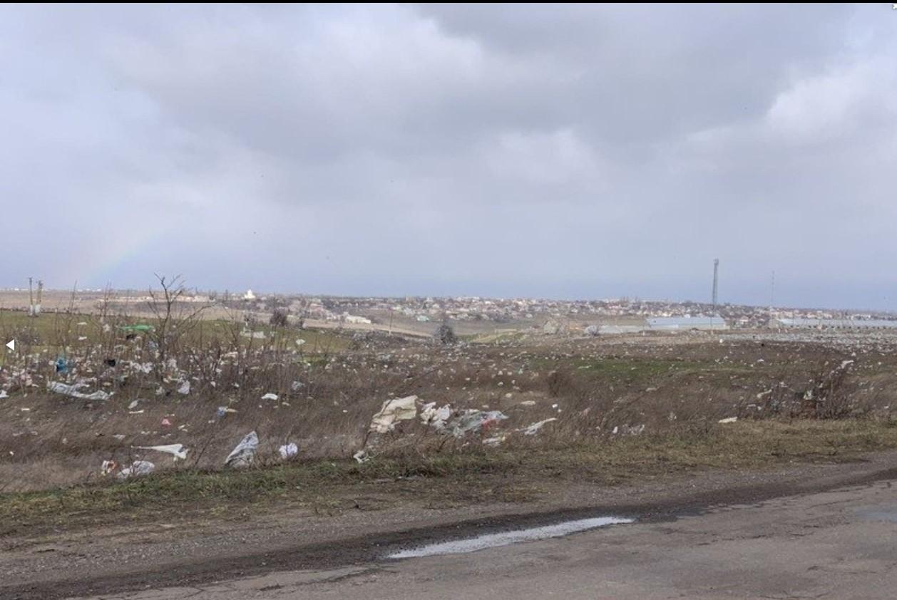 В Николаеве ветер сдул мусор с городской свалки.Вокруг Света. Украина