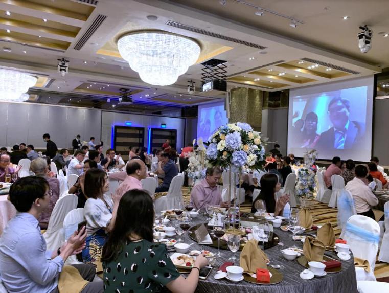В Сингапуре влюбленные сыграли свадьбу онлайн из-за коронавируса.Вокруг Света. Украина
