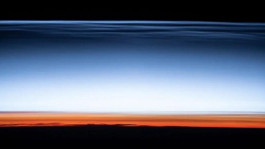 NASA опубликовало открытку с края космоса