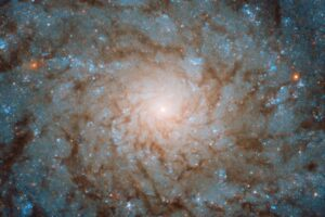 Hubble показал галактику, открытую еще ХVIII веке