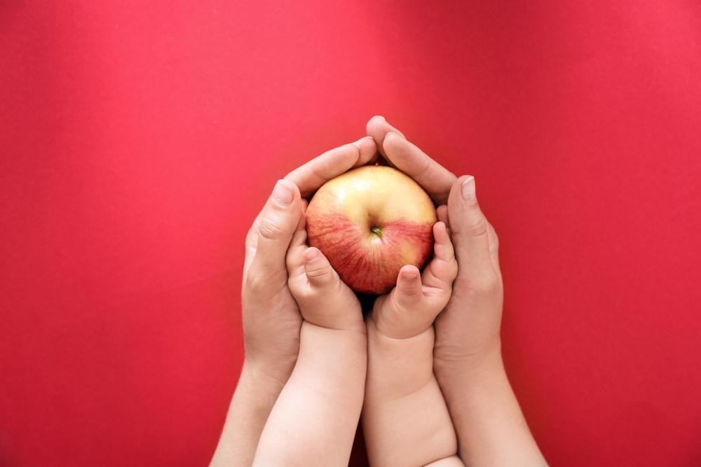 Годовалые дети способны на альтруизм: делятся едой с близкими.Вокруг Света. Украина
