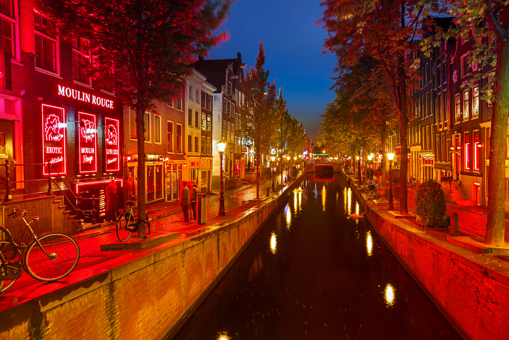 Часть квартала красных фонарей в Амстердаме перенесут в специальный эротический комплекс