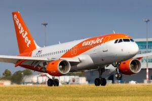 Британец начал «есть» свой мобильный телефон на борту самолета