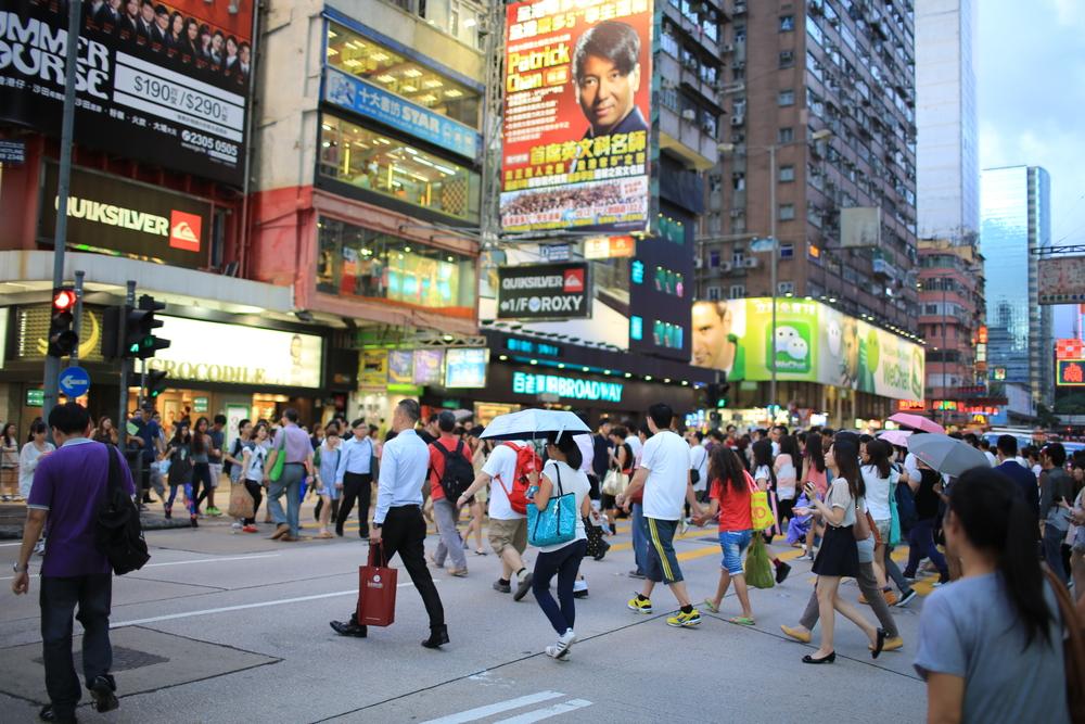 В Гонконге каждому совершеннолетнему жителю выдадут 1300 долларов
