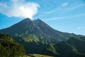 В Индонезии произошло извержение вулкана Мерапи (видео)