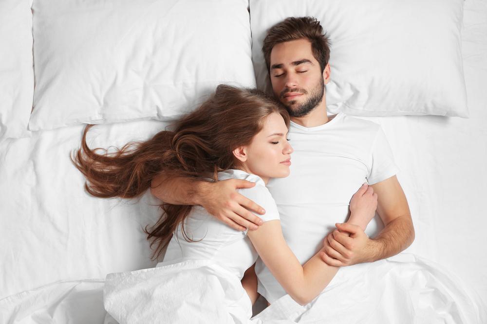 Запах партнера улучшает сон