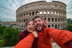 Туристы массово отменяют поездки в Италию. Что делать украинцам?