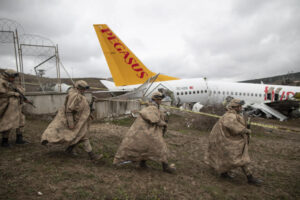 Причина авиакатастрофы в Стамбуле — неисправность полосы