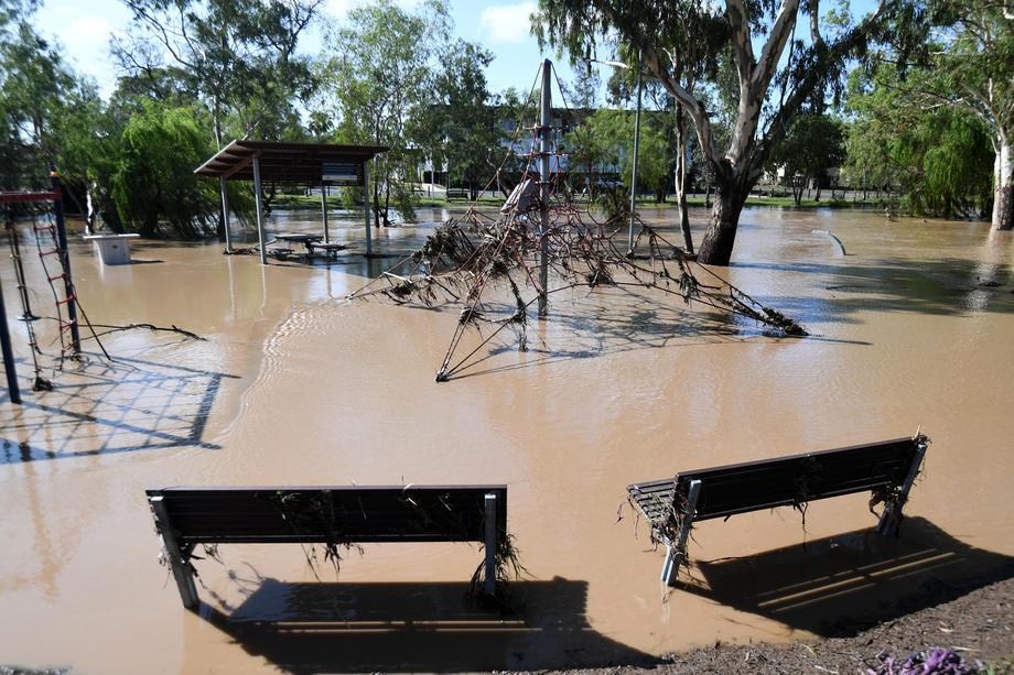 Ливень в Австралии погасил пожар, но вызвал наводнение