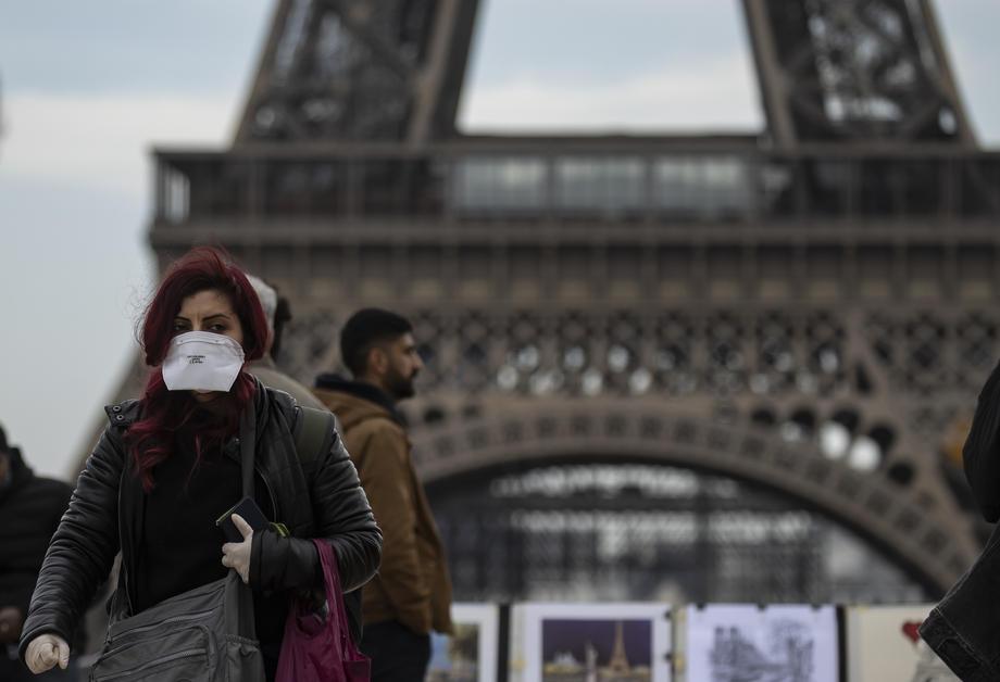 Новости коронавируса: первая смерть в Европе и зараженный Египет