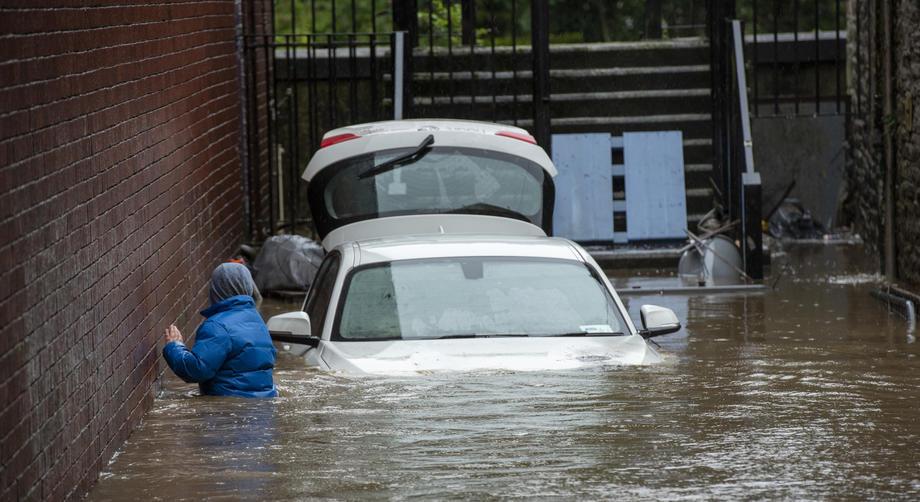 В Великобритании из-за урагана Дэннис нарушена вся транспортная система.Вокруг Света. Украина