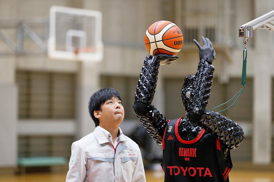 Японский робот-баскетболист забил 11 трехочковых (видео)