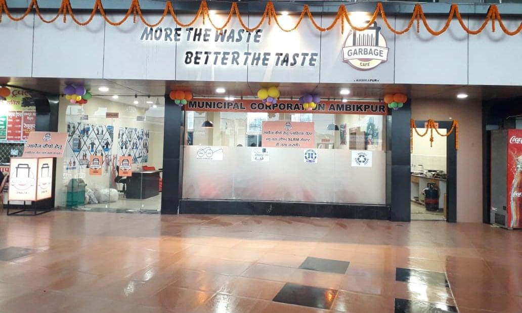 В Индии появилось кафе, где за еду можно заплатить мусором