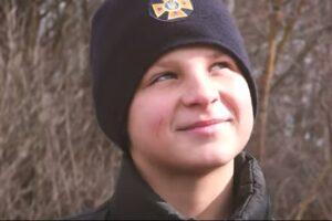 Львовский подросток с риском для жизни спас собаку из теплотрассы