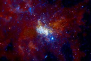 Сверхмассивная черная дыра в центре Млечного пути становится активнее