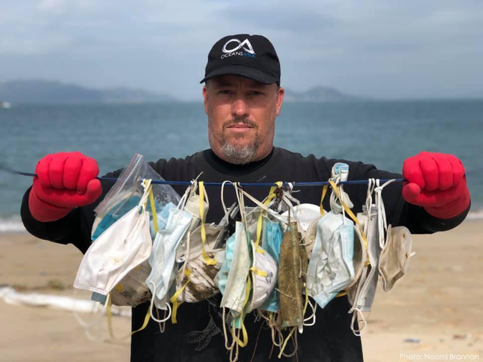 Использованные защитные маски запрудили пляжи Гонконга.Вокруг Света. Украина