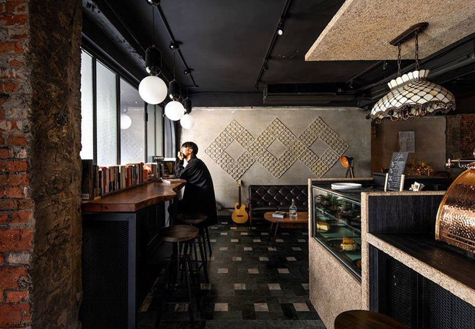 Тайваньский бар для мизантропов отметил первую годовщину.Вокруг Света. Украина