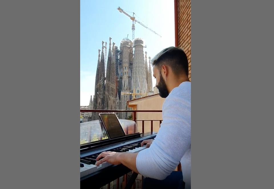 Как пианист отвлек барселонцев от грустных мыслей