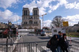 Крипта Нотр-Дама и площадь перед собором откроются этой весной