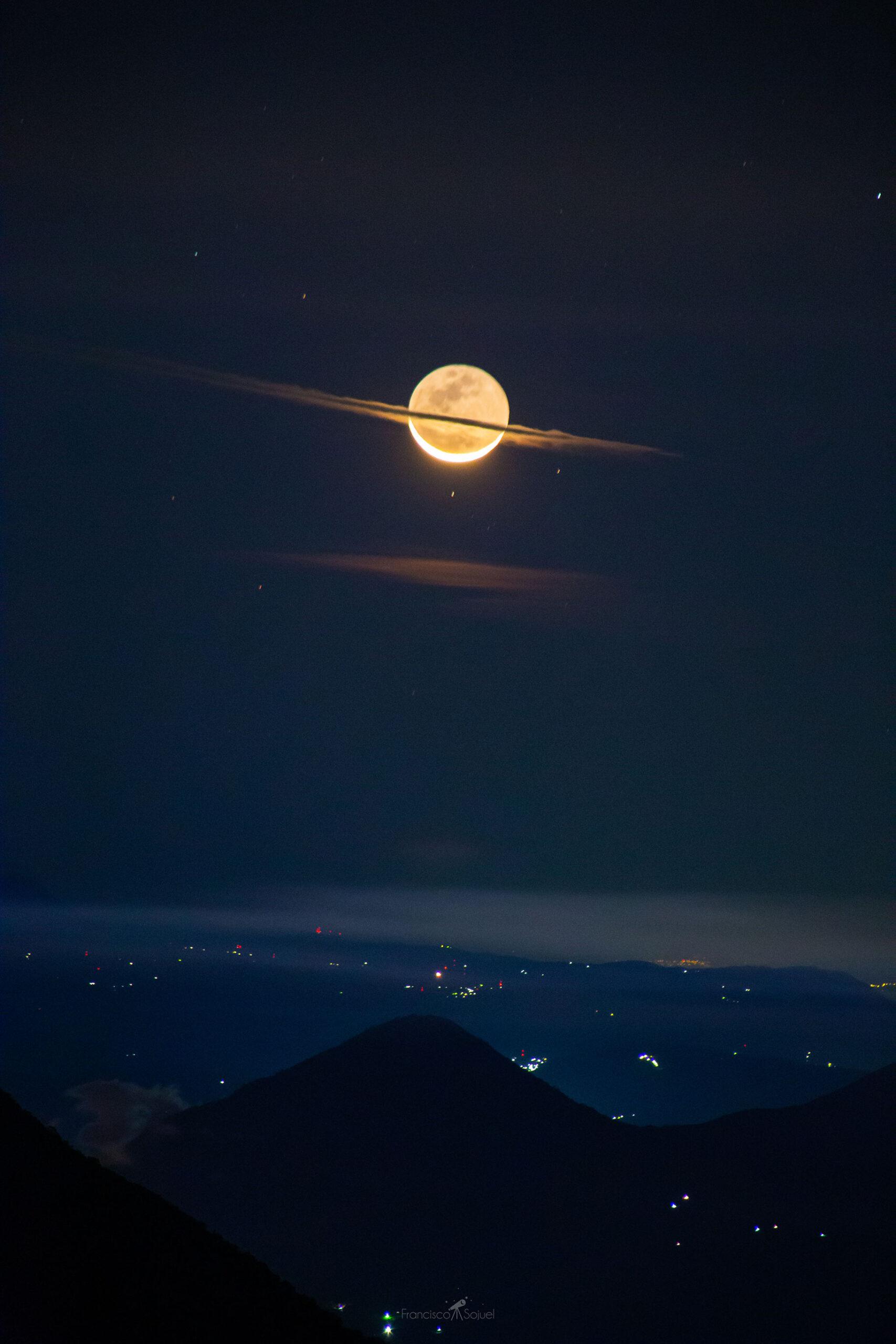 Снимок дня: фотограф запечатлел Луну в образе Сатурна.Вокруг Света. Украина