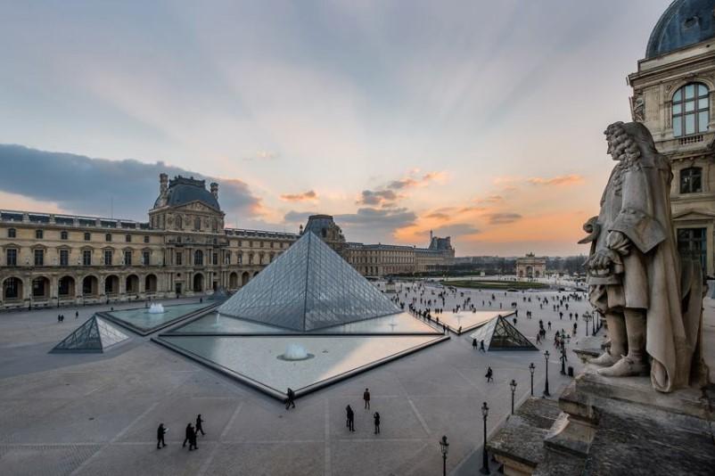 В Париже из-за коронавируса закрыли Лувр