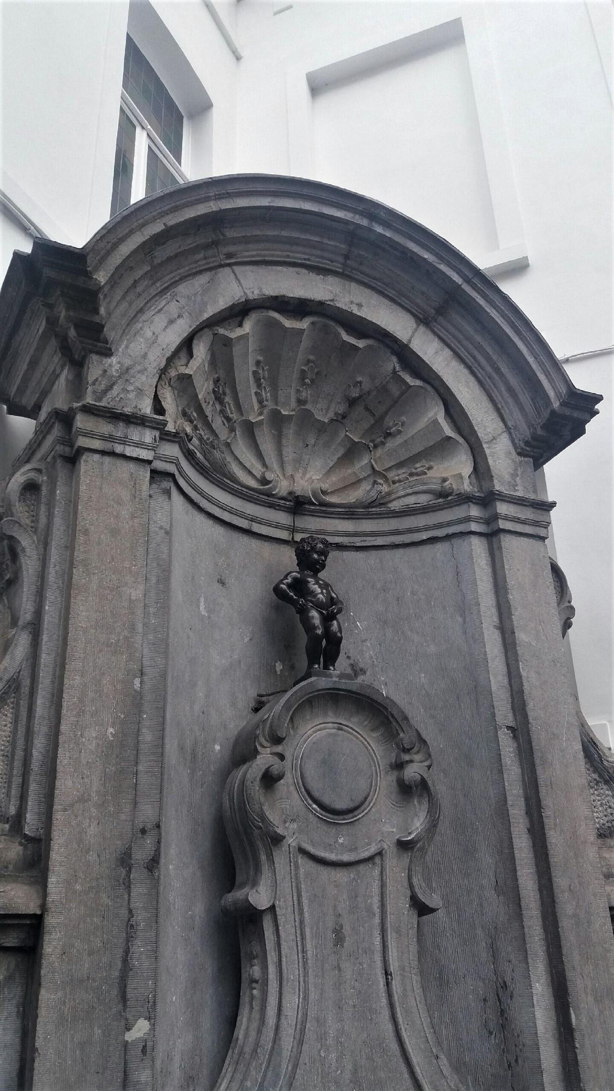 Брюссель писающий мальчик