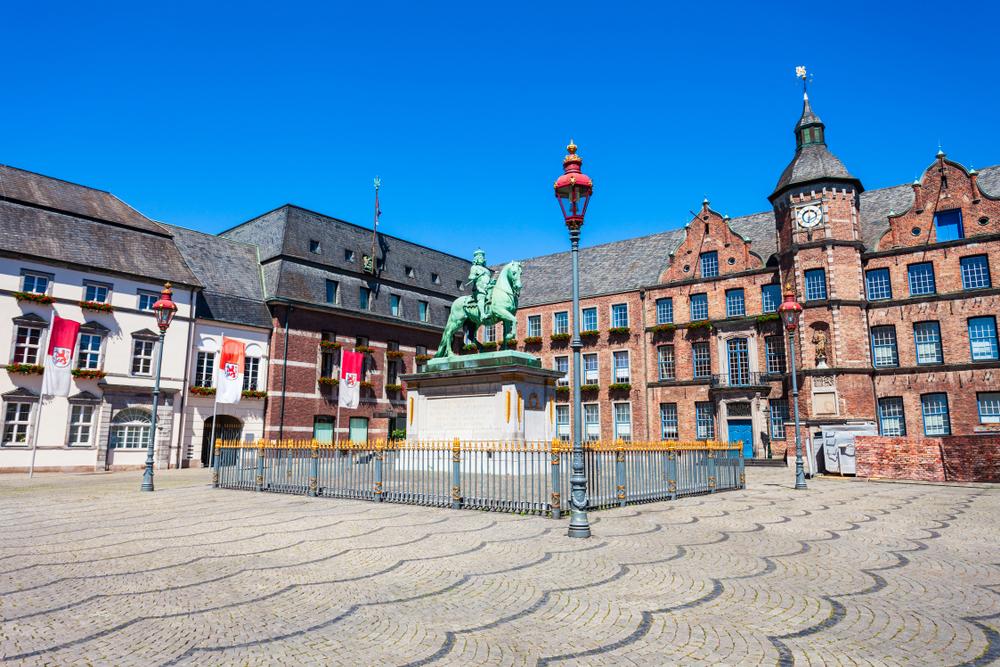 Дюссельдорф ратуша фото