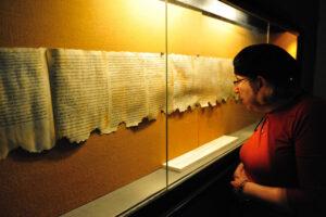 Одна из самых ценных коллекций свитков Мертвого моря оказалась поддельной