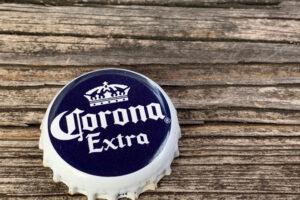 Американцы отказываются от пива Corona — боятся вируса