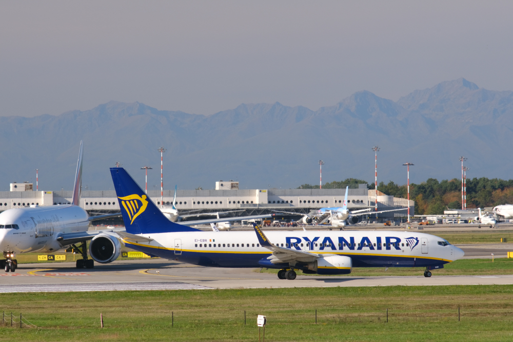 Лоукостеры массово отменяют рейсы в Италию