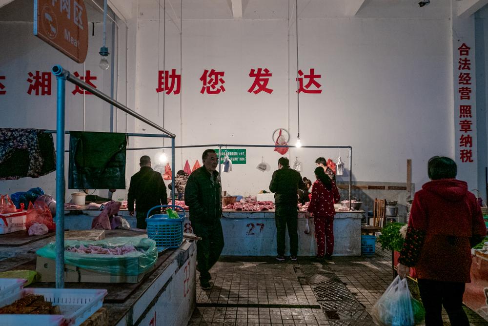 В Китае назвали первого больного с рынка Уханя.Вокруг Света. Украина