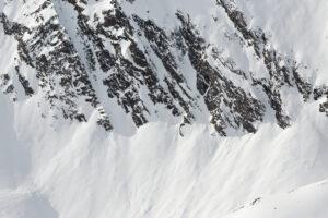 В Альпах лавины убили шесть человек