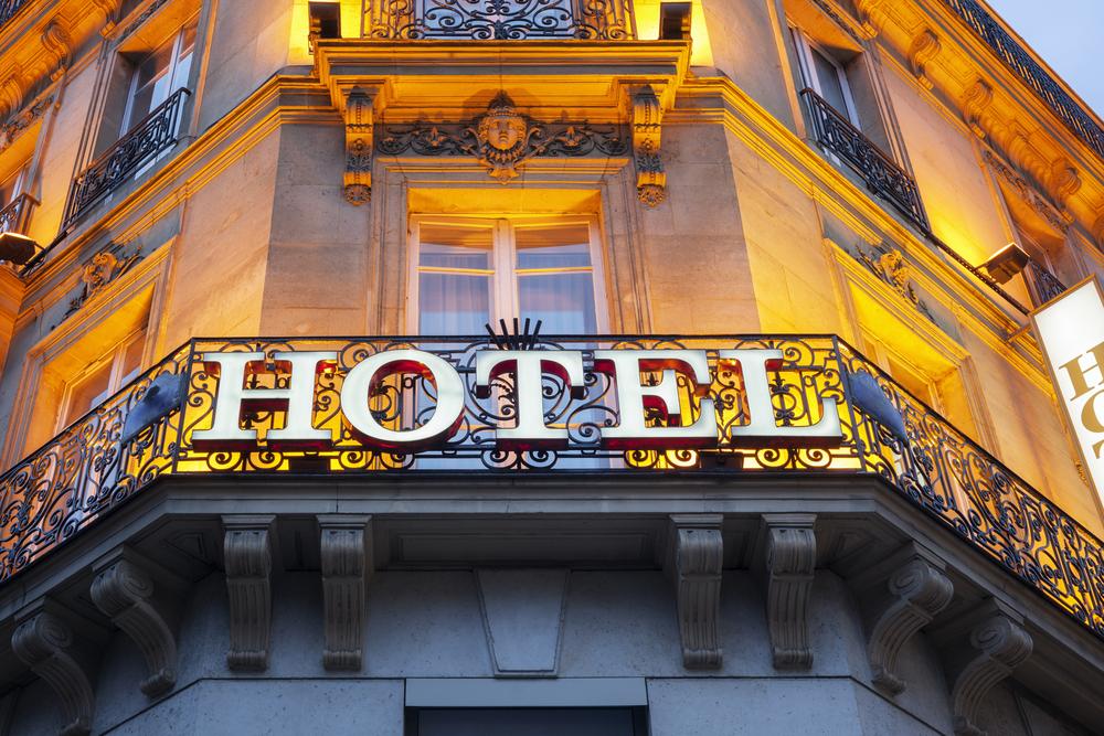 В парижских отелях на период эпидемии поселятся бездомные