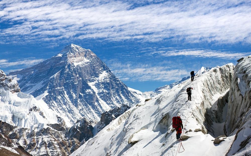 На горных тропах Непала заблокированы полтысячи туристов