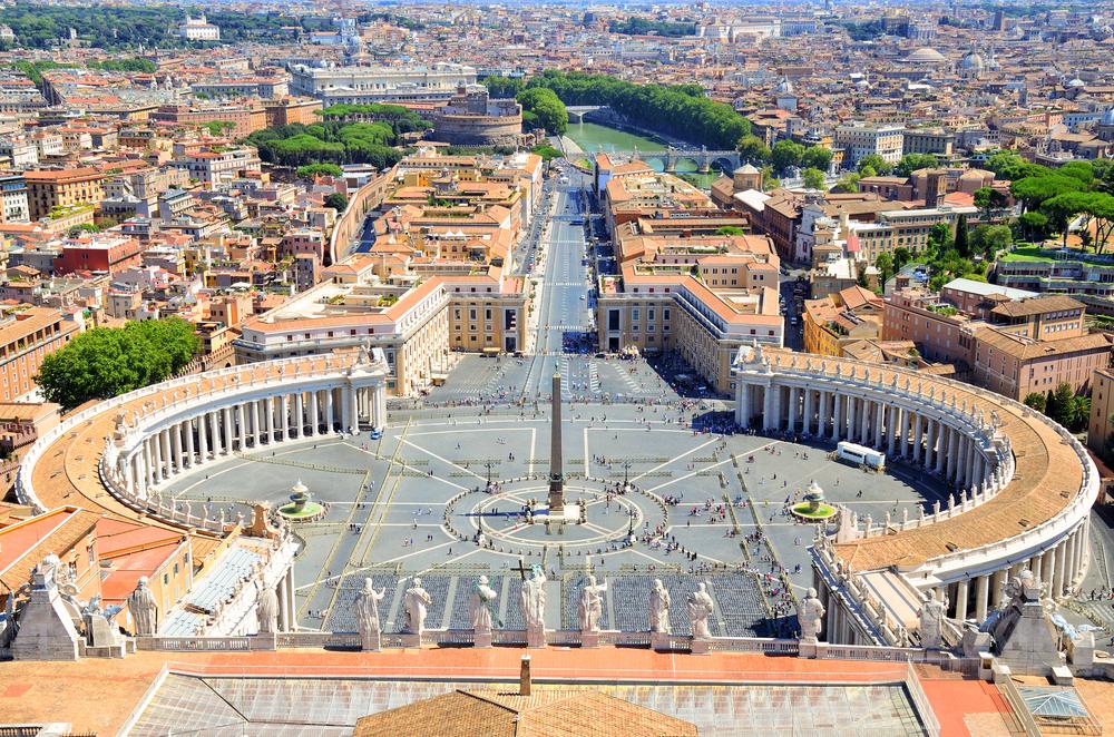 Площадь Святого Петра в Риме до и после введения карантина (видео).Вокруг Света. Украина